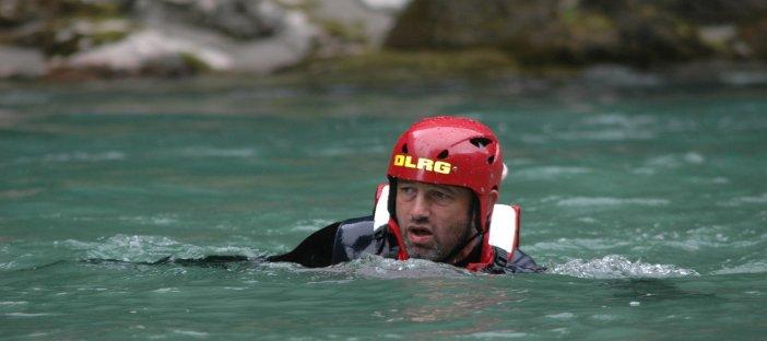 So lernen DRLG-Schwimmer die Selbstrettung aus der Strömung (Foto: DLRG)