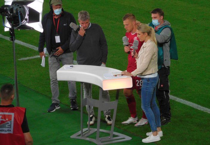 F95 vs Bremen: Rouwen Hennings muss sich von Friedhelm Funkel interviewen lassen (Foto: TD