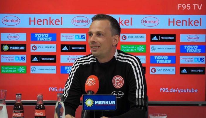 Christian Preußer auf der PK vor dem Oldenburg-Spiel (Screenshot F95.tv)