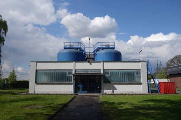 Das moderne Wasserwerk Bockum in Düsseldorf-Wittlaer (Foto via Wikimedia - siehe Bildnachweis unten)