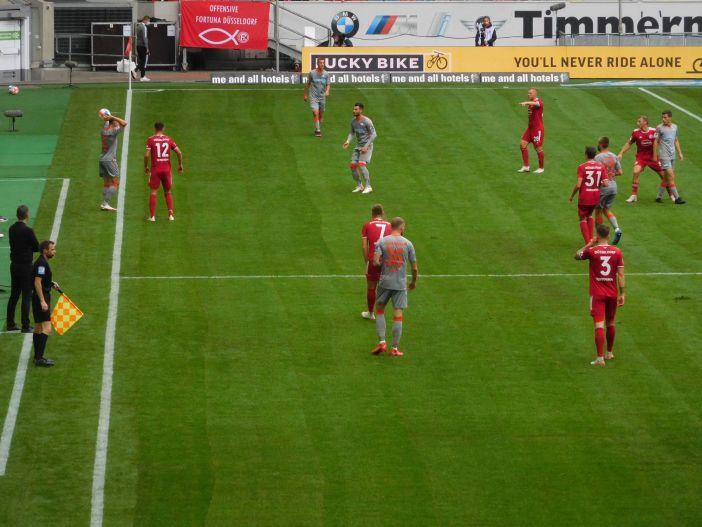 F95 vs SCP: Hennings versucht die Kollegen zu ordnen (Foto: TD)