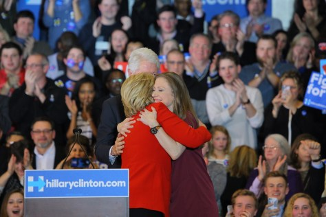 Picture of Hillary and Chelsea Hug