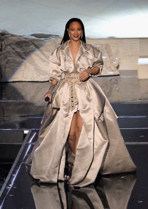 Rihanna Closed the 2016 VMAs in This Silver Belted Gown