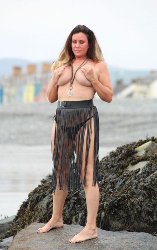 FAIL: Lisa Appleton falling during topless photoshoot (51 Photos)