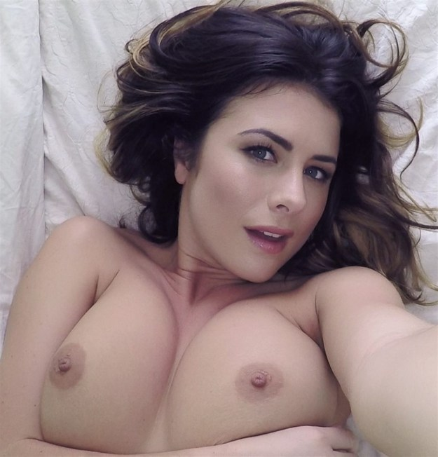 Model Kelly Hall naked selfies