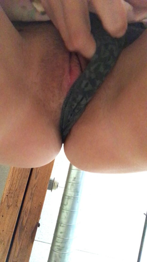 Scout Taylor-Compton nude pussy close-up selfies leaked from hacked iCloud