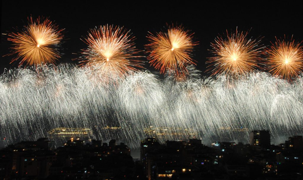 One of the world's largest fireworks shows on New Year's Eve. Wonder how did first-ever new year's eve firework look like.