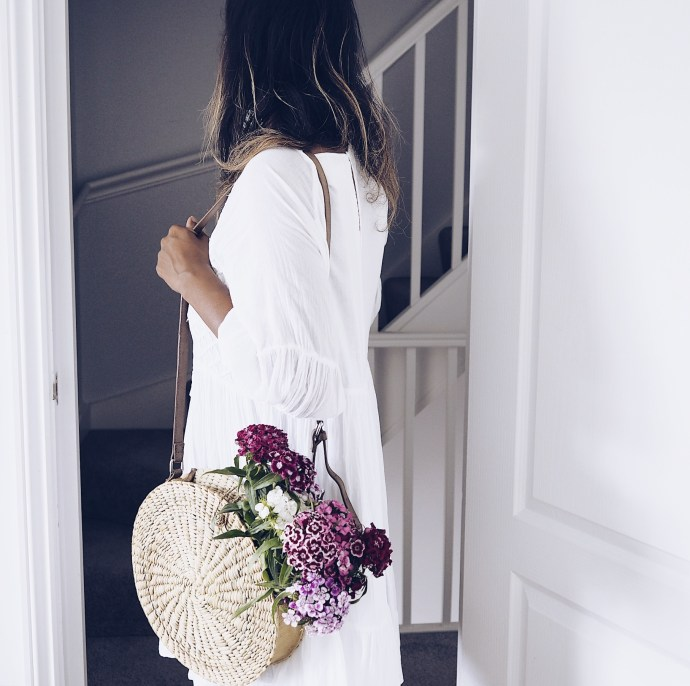 The-FT-Times-Blogger-with-straw-bag-and-flowers