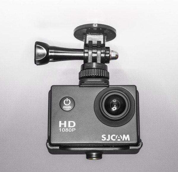 SJ400 can be mounted upside down and has automatic leveling screen.