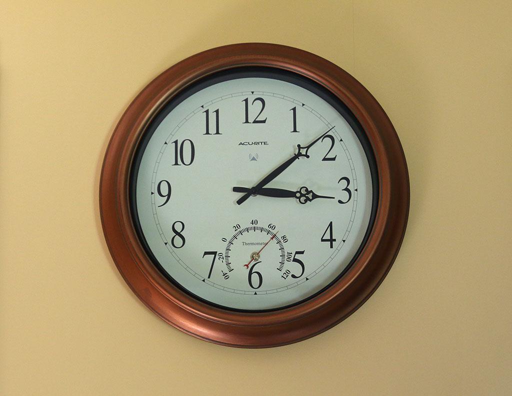 Solar Atomic Wall Clock