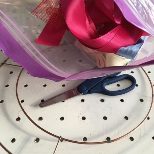 How to make a simple scrappy ribbon wreath