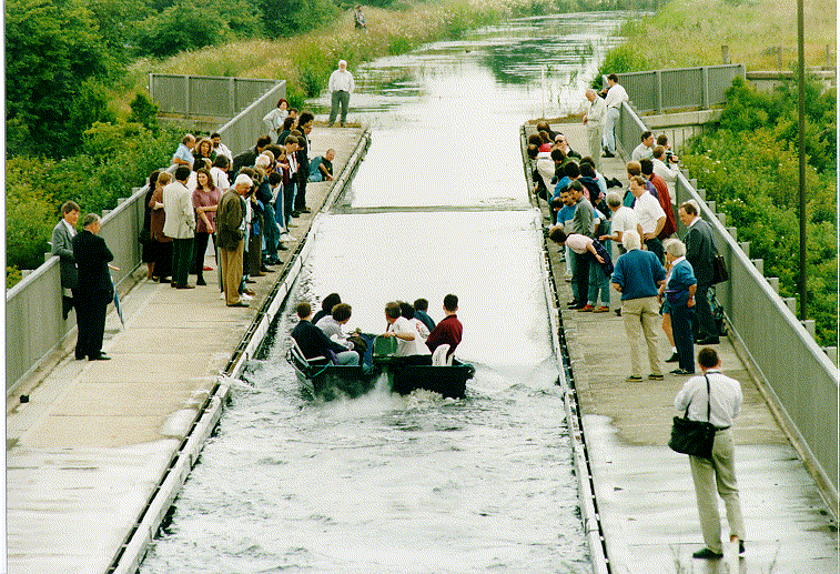 The soliton wave was recreated on the Scott Russell Aqueduct in 1995Image Credit: Department of Mathematics, Heriot-Watt University