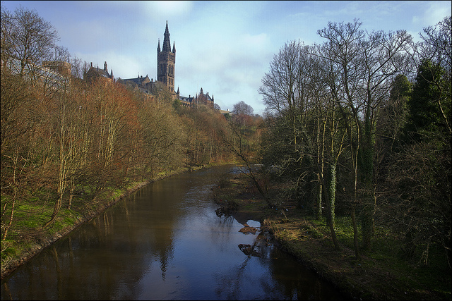 The River Kelvin passing by a University of Glasgow building. Image credit: dun_deagh via Flickr (License)