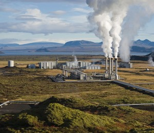 Could we one day see geothermal energy produced in Icelandic power plants such as the one above supplying the UK with electricity? Image credit: Gretar Ívarsson via Wikimedia Commons (CC BY-NC 2.0 License)