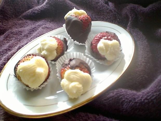 Cheesecake Stuffed Chocolate Dipped Strawberries