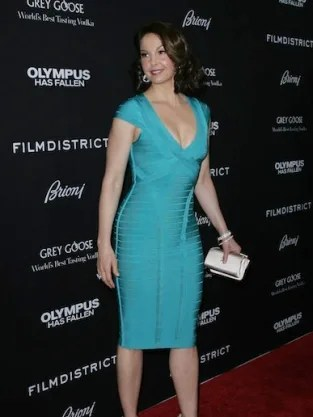 Ashley Judd Dress Turns Heads At Premiere The Hollywood