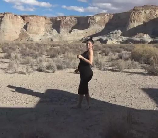 Kylie Jenner, Baby Bump in the Desert