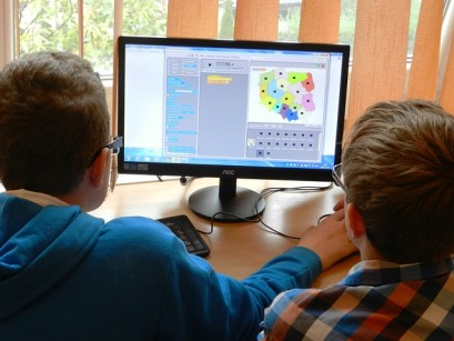 children using computer program