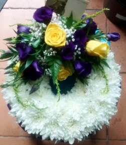 yellow Rose and lisianthus funeral wreath funeral wreath - funeral flowers online_flowers online_little flower shop_florist_funeral delivery TFS
