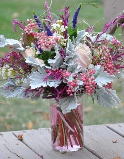 mixed winter bouquet-red-berries-hypericum-pink-rose-bouquet-online-the-little-flower-shop-florist-lodnon-clapham-streatham-brixton-uk-delivery-flower-delivery