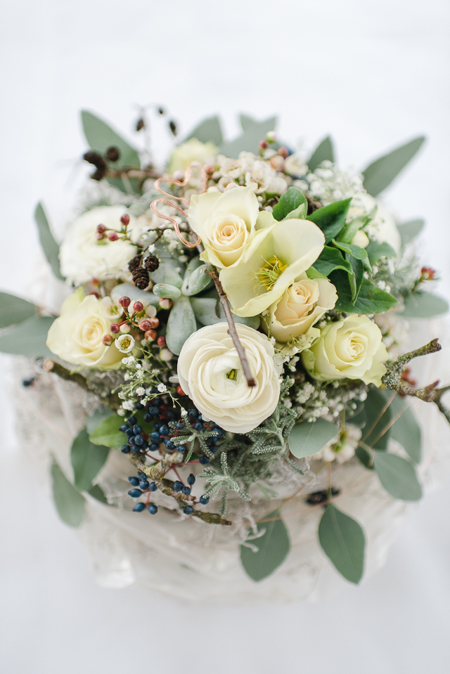 Elegante Hochzeit im Winter in zartem Serenity und Kupfer