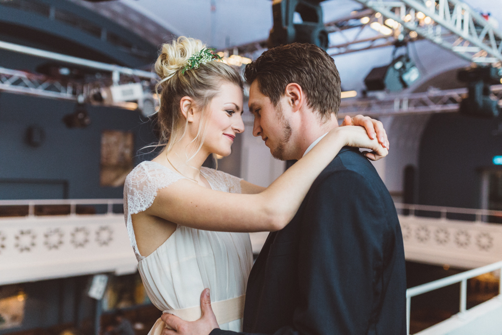 Industrie Chic Hochzeit im alten Schwimmbad  Hochzeitsblog The Little Wedding Corner