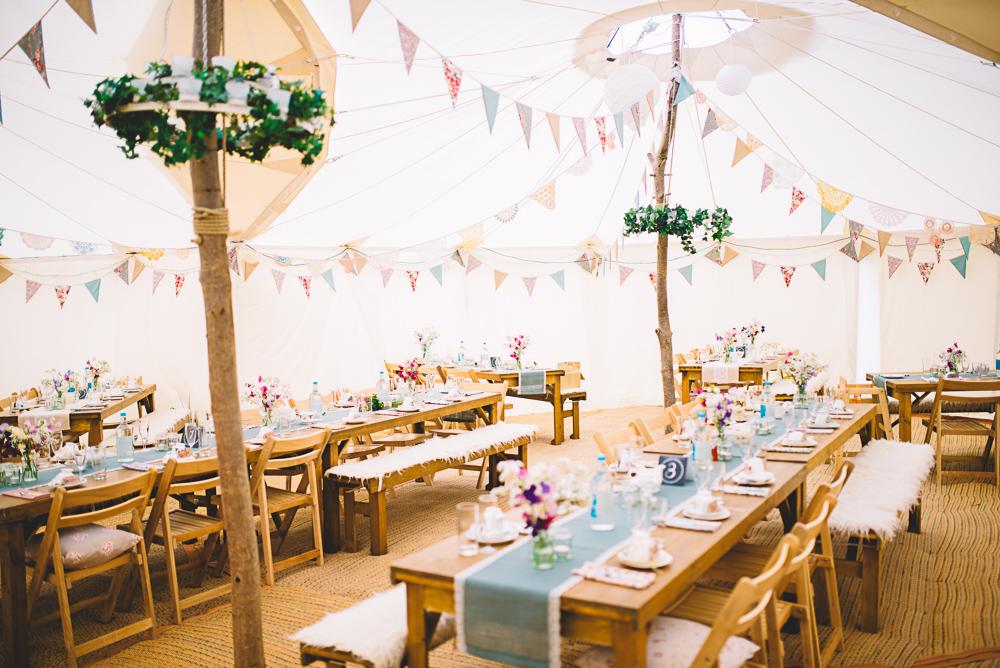 Coole Festivalhochzeit im Tipi  Hochzeitsblog The Little Wedding Corner