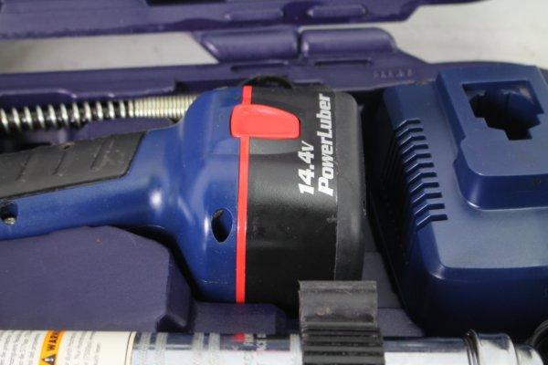 Lincoln Lubrication 1444 14.4 Volt Powerluber Kit 2