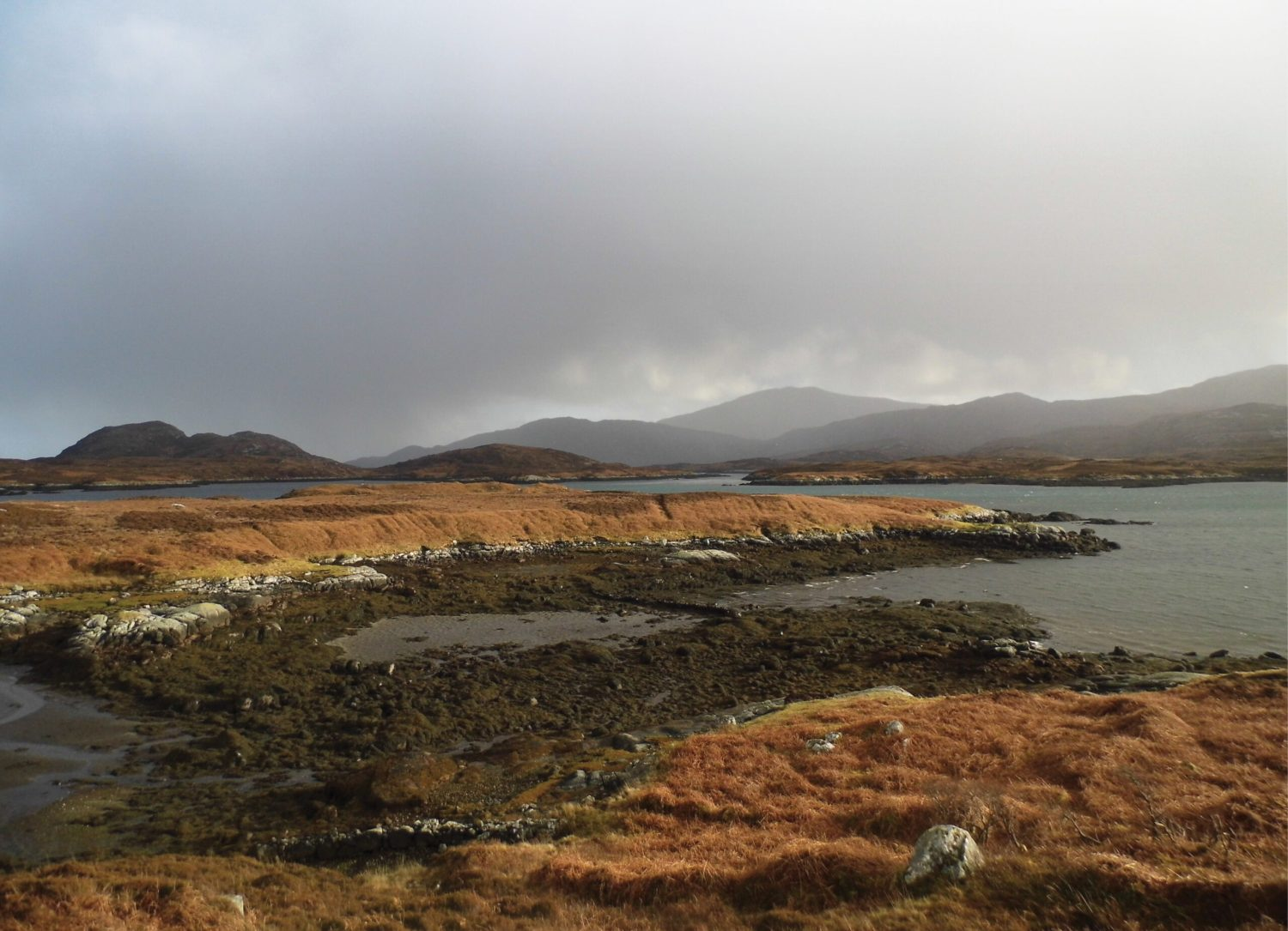 BELOW Signs of human activity are visible all over the lochside. A small landing place is visible in the foreground while a cairidh, or fish-trap, is visible in the centre. The remains of feannagan, or cultivation ridges, can be seen on the rising ground in the centre. The kelp industry influenced dramatic social change on the islands, with traditional subsistence townships being replaced by kelpers' houses and bothies, before the whole area was abandoned to grazing within just one or two generations.