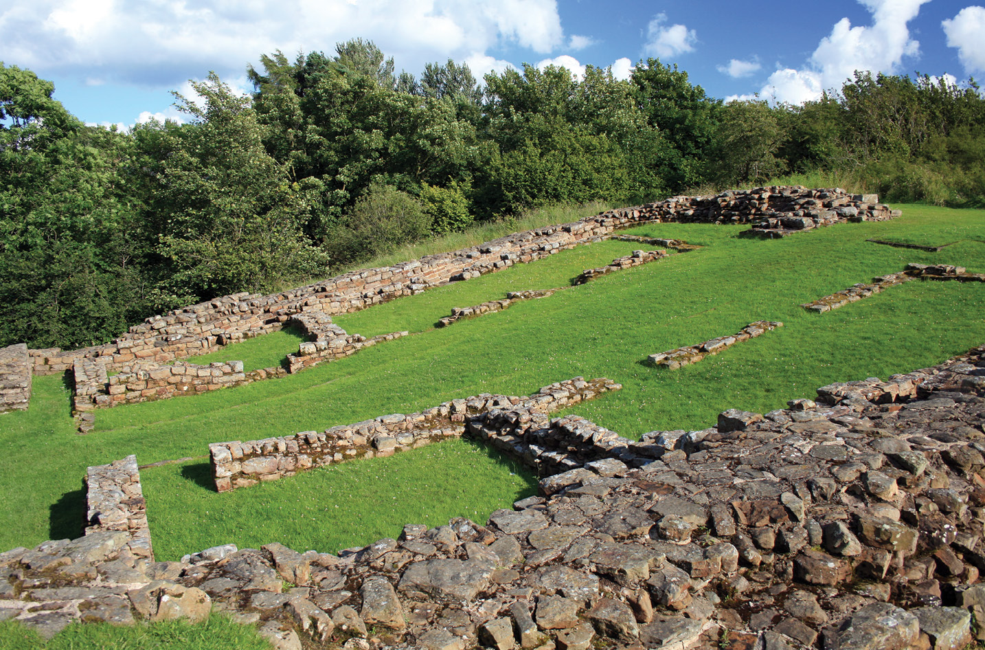 left The regular spacing system resulted in several posts occupying imperfect plots. Here, milecastle 48 lies on a one-in-five slope.