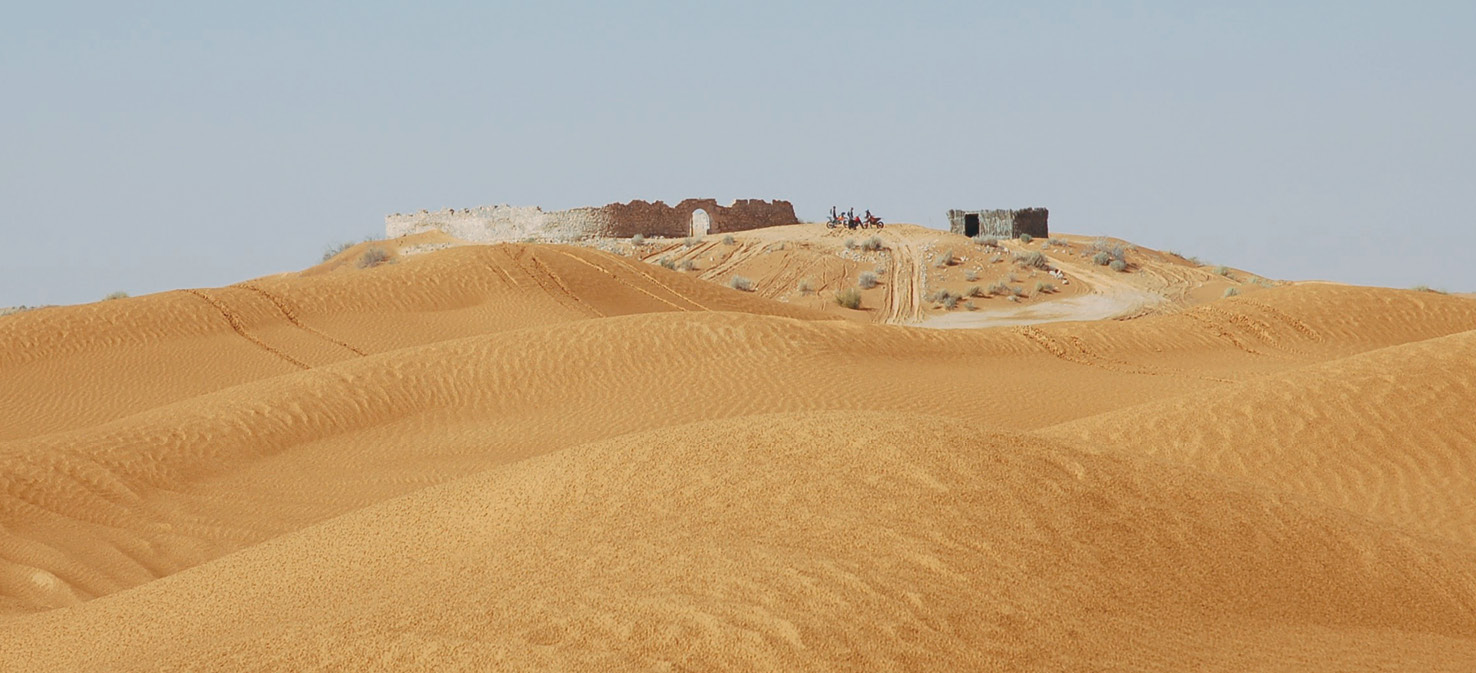 The fortlet at Tisavar/Ksar Rhilane in Tunisia. The site was well chosen and used by the French Foreign Legion in the Second World War.