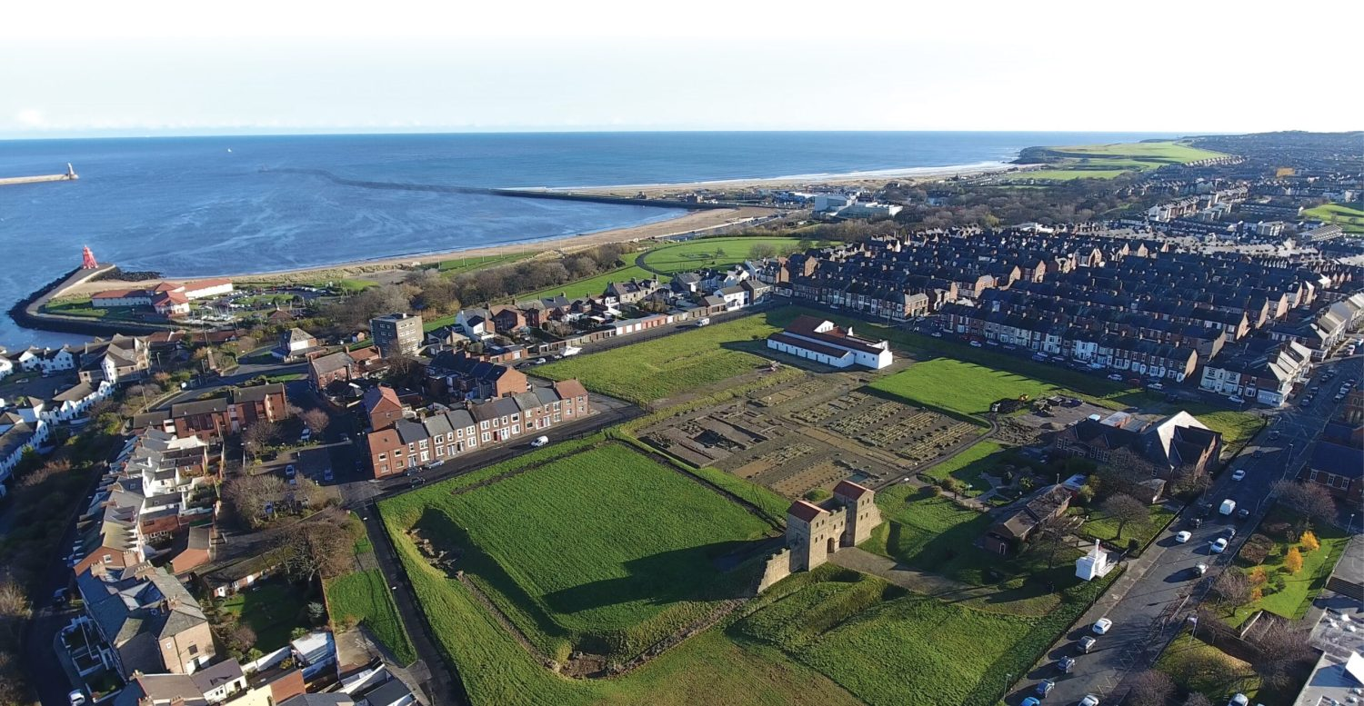 above South Shields Roman Fort from the air, looking out over the mouth of the river Tyne. above right This reconstruction shows the appearance of the vicus at South Shields at its maximum development. This was the time of the Severan supply base.