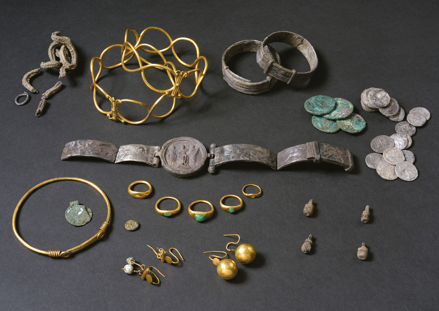 below The Fenwick Treasure had been buried beneath the floor of a Roman house at around the time of the Iceni destruction of Colchester. The dwelling was subsequently burnt to the ground, and the owners of the jewellery evidently did not return to reclaim their possessions.