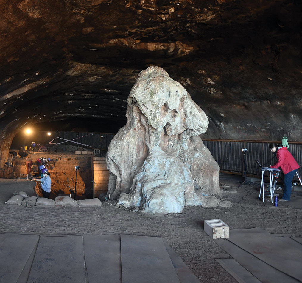 below Dating of material recovered during excavations of Wonderwerk Cave has identified evidence of early human occupation and early use of fire.