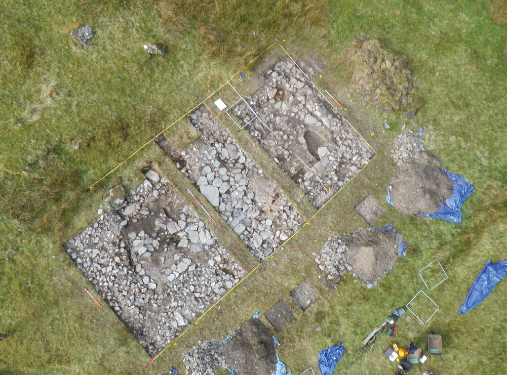 ABOVE & right Overlooking the remains of Structure 1, whose key features are shown in the plan.