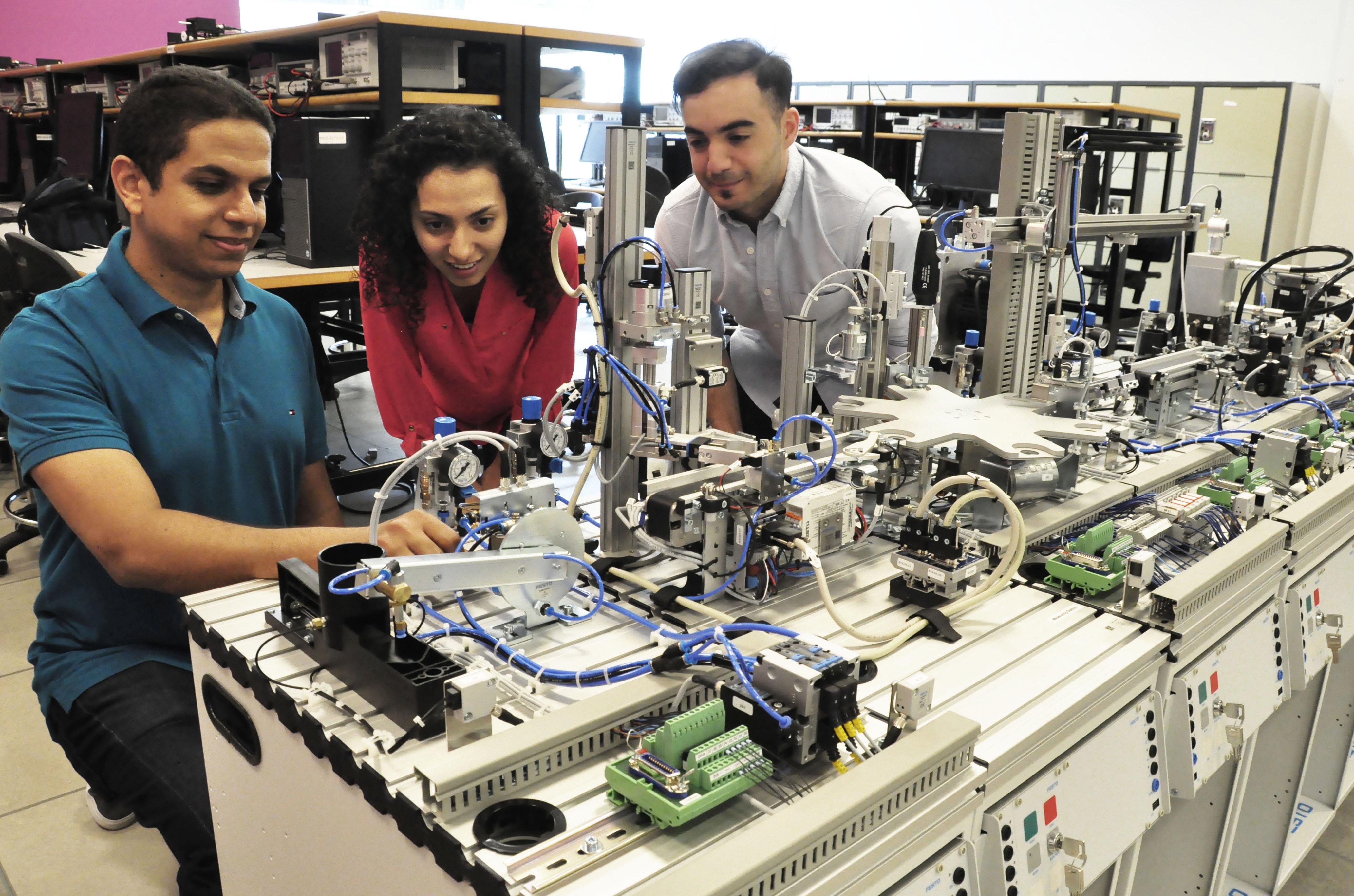 SFU opens up international mechatronics certification to local engineers | The Peak