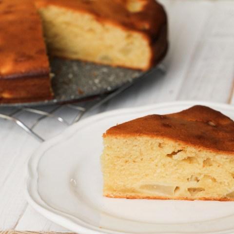 Cake aux poires, yaourt & amandes