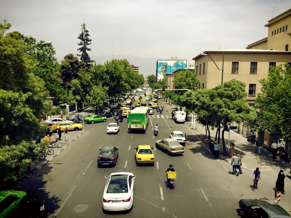 Foto dari jembatan penyeberangan, dalam perjalanan menuju bazar.
