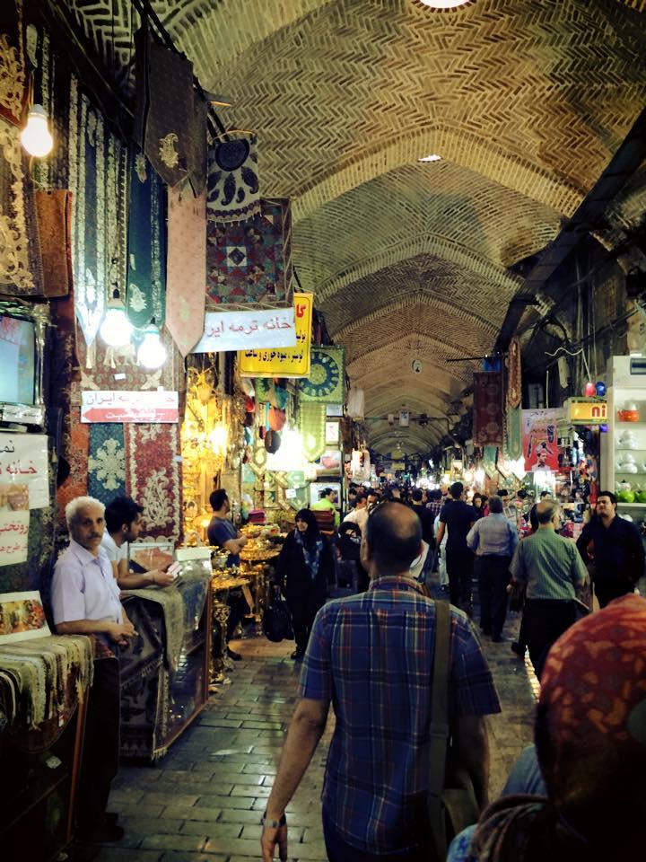 Suasana di dalam Tehran Grand Bazaar