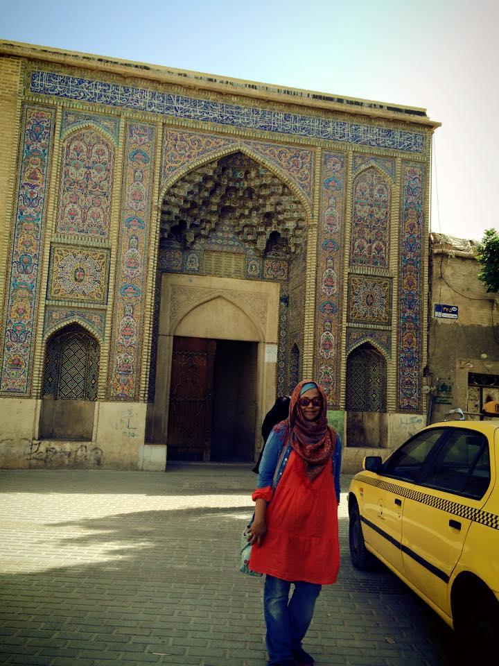 Pintu masuk Masjid Nasirol Molk