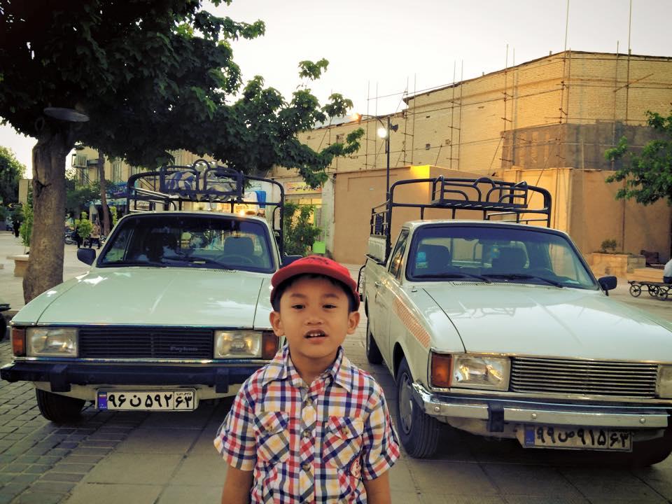 Mobil delivery pedagang Vakil Bazaar