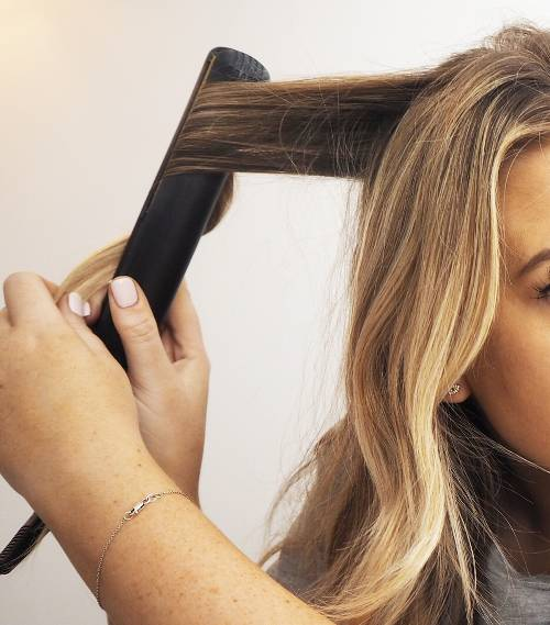 curl-hair-with-straighteners-274457-1544102493737-image.500x0c