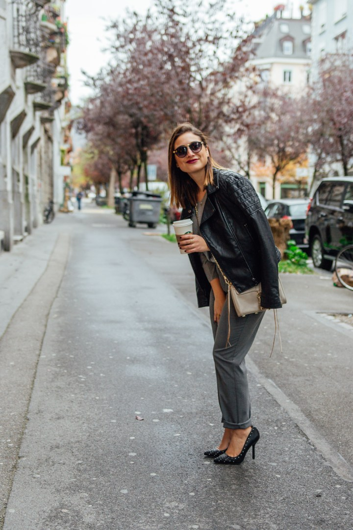 Red lips and smile streetstyle Zürich