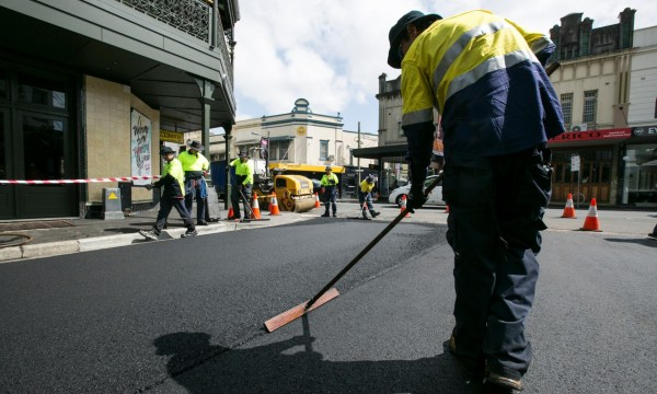 Watkin Street in Newton, Australia, gets a new layer of asphalt made with recycled printer toner (photo: Jamie Williams/City of Sydney)