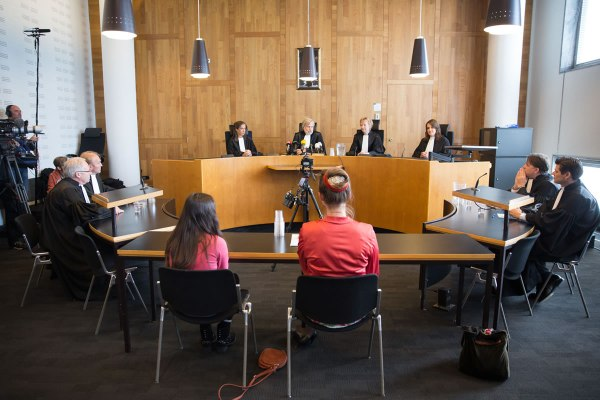 The Dutch court in Den Hague ruled that the government should reduce emissions with at least 25% by 2020, in comparison to 1990 levels (photo: Urgenda / Chantal Bekker)