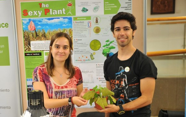 Two developers from the Sexy Plant team presenting their environmentally-friendly insect pest control method (photo: Sexy Plant)