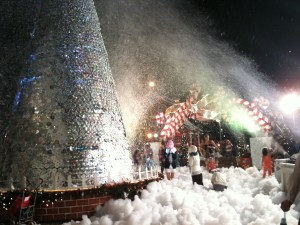 Fake snow in tropical Singapore, Tanglin mall