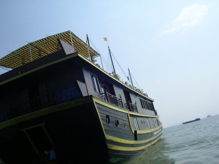 Imperial cruise, junk, halong bay