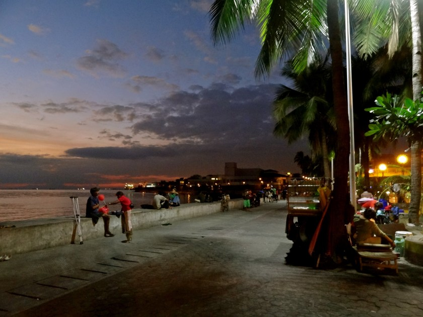 Manila boulevard, Manila bay