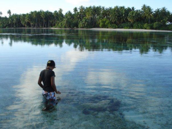 Maldives culture, Laamu maldives, female surfers